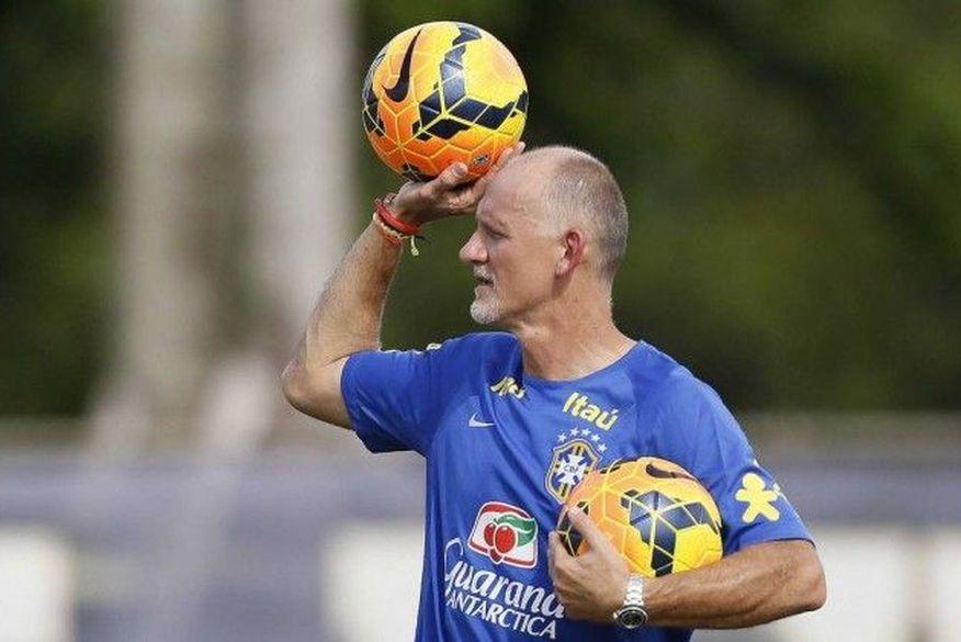 Goleiros são maiores prejudicados com parada do futebol, diz Taffarel