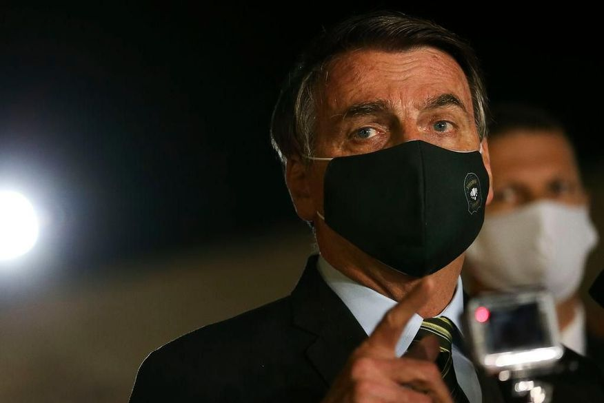 Bolsonaro diz ter pressa para o MEC e que mundo 'cai na cabeça de favorito'