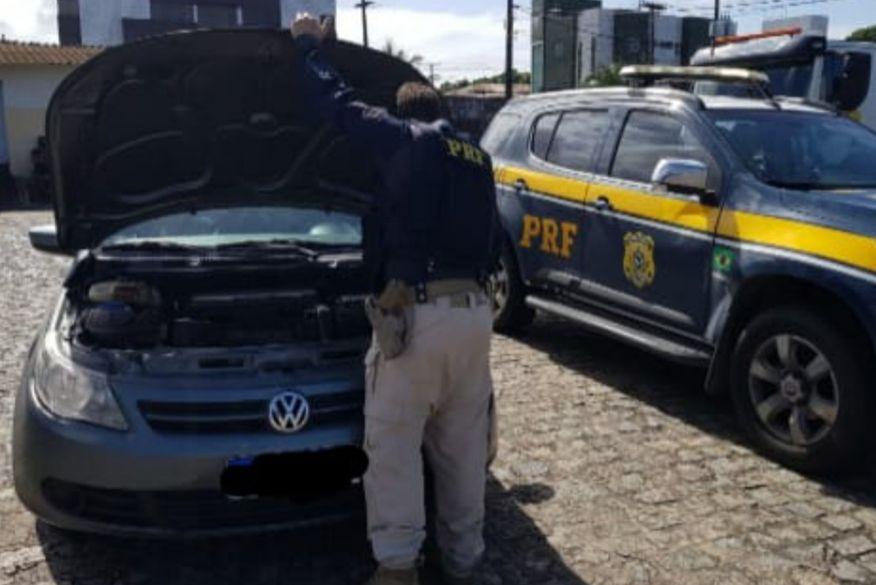 Carro roubado no Espírito Santo que circulava clonado com placas da Bahia é recuperado pela PRF na Paraíba