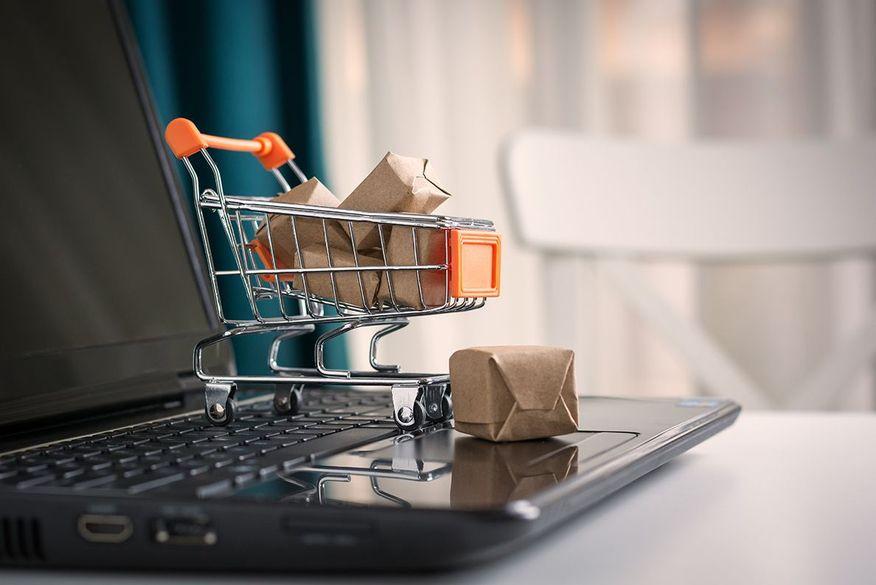 Guedes quer tributar comércio eletrônico para desonerar salário