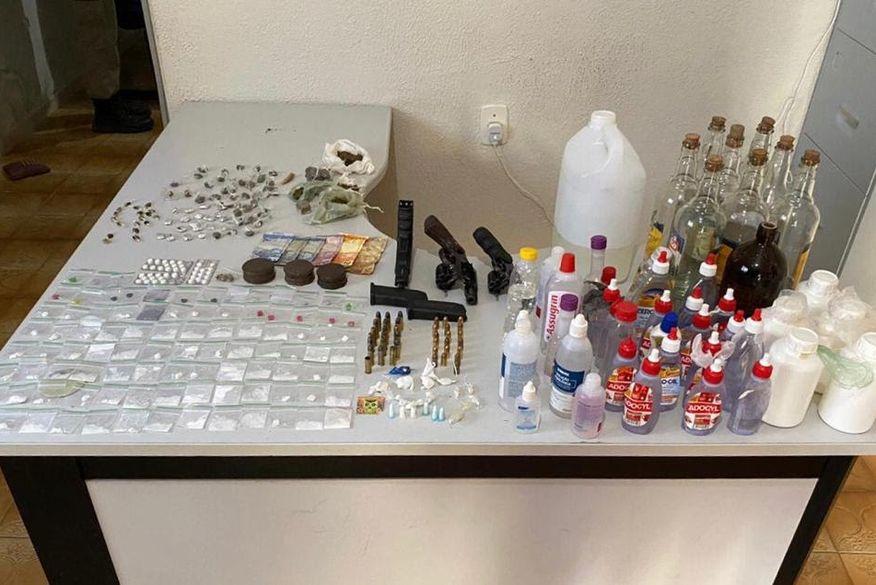 Fim de festa: Polícia acaba com evento que reunia 600 pessoas, prende três suspeitos e apreende armas e drogas no Conde