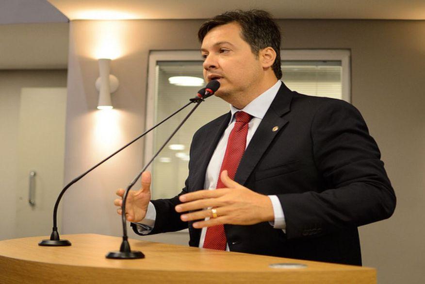 Júnior Araújo reassume mandato de deputado estadual após seis meses ocupando cargo de Chefia do Governo
