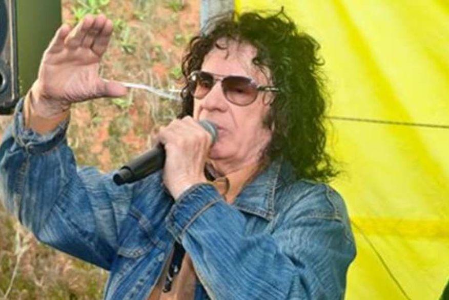Morre o cantor e compositor Léo Canhoto, que fez dupla com Robertinho, aos 84 anos
