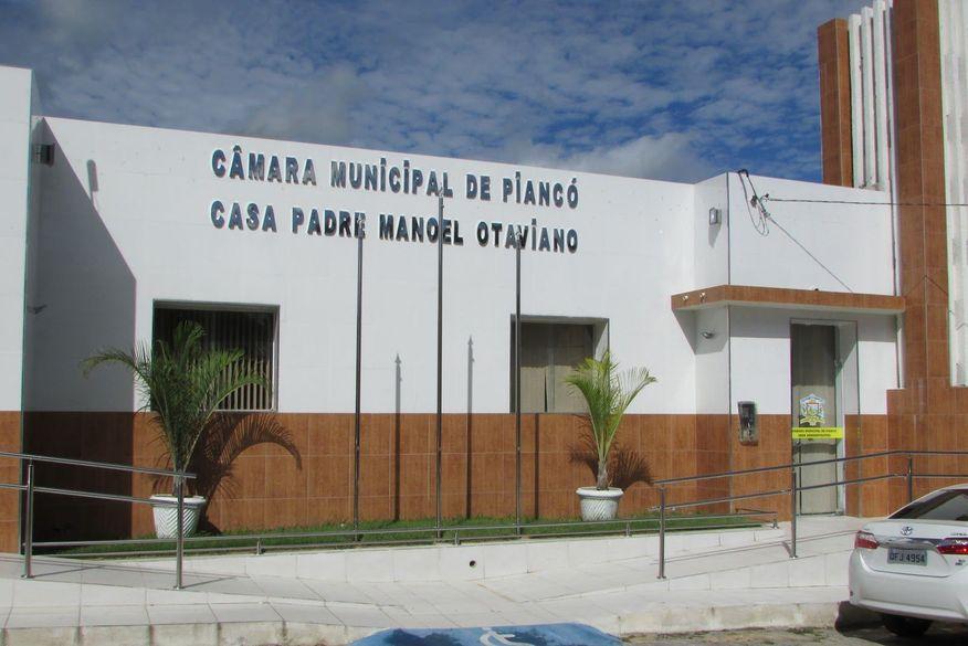 Presidente da Câmara de Piancó na Paraíba aciona polícia para retirar vereadores de dentro do parlamento