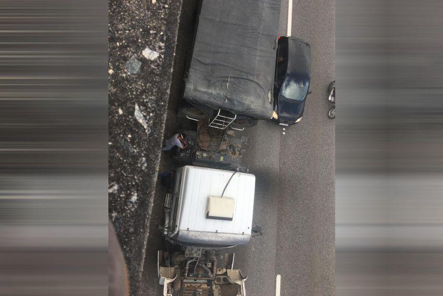 Carreta pega fogo e deixa trânsito lento na BR-230, em João Pessoa