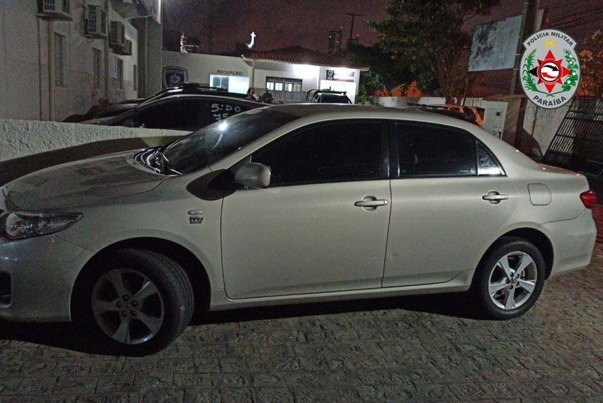 Polícia Militar recupera veículo roubado e apreende adolescente em Campina Grande