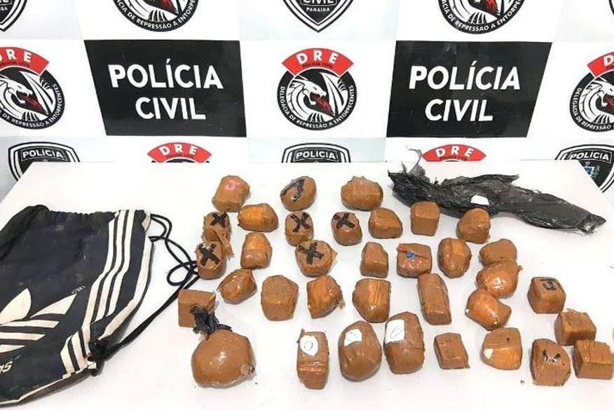 Após perseguição policial, drogas que seriam jogadas em pátio de presídio são apreendidas em Campina Grande