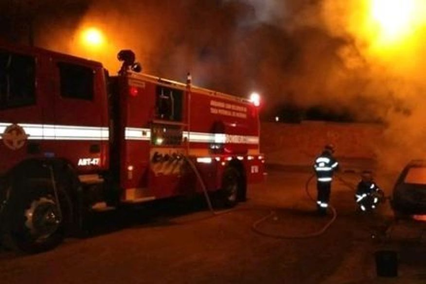 Incêndio destrói teto de lanchonete às margens do Açude Velho em Campina Grande