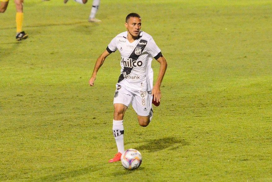 De feirante a melhor jogador: paraibano é eleito melhor meia do Campeonato Paulista pela Ponte Preta