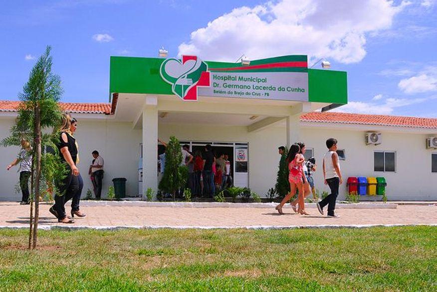 Homem é assassinado a tiros em frente de residência na Paraíba