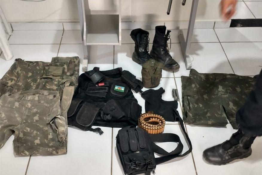 Operação policial cumpre mandados contra suspeitos de crimes no Sertão da Paraíba e apreende cinco armas de fogo