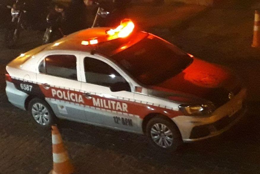 Bandidos arrombam loja de roupas, trocam tiros com segurança e fogem levando mercadorias em João Pessoa