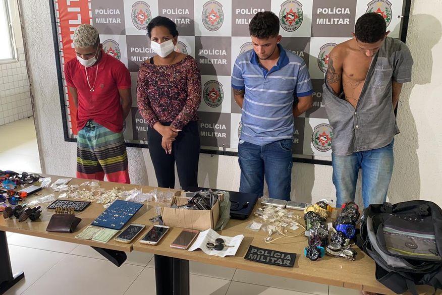 Três homens e uma mulher grávida são presos suspeitos de assaltar loja em João Pessoa