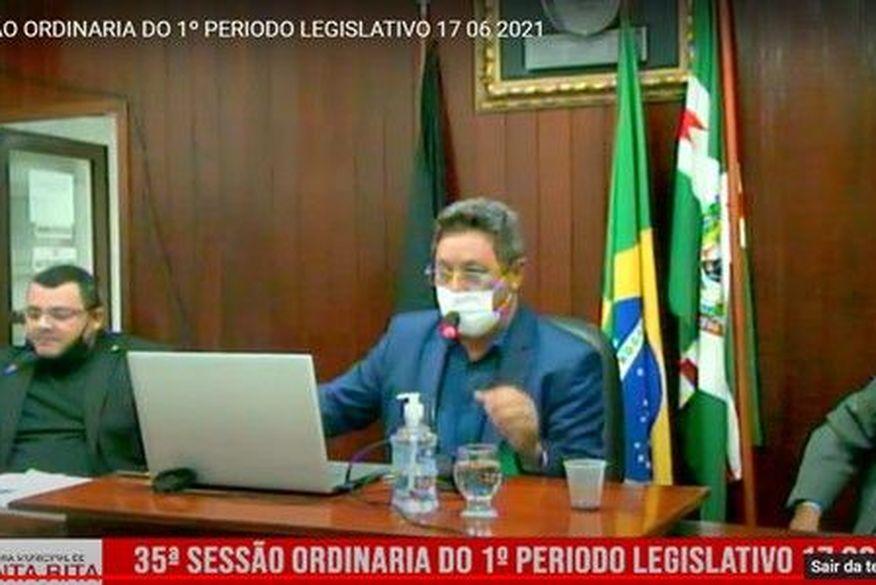 """Vereador de Santa Rita reclama da falta de bebedouros e presidente da Câmara rebate: """"enfie sua língua naquele canto"""""""