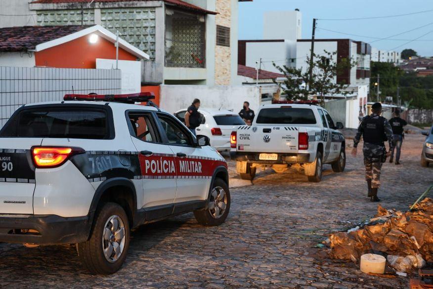 Cão farejador da Polícia Militar participa de Operação Morabito e encontra arma usada por traficantes em João Pessoa