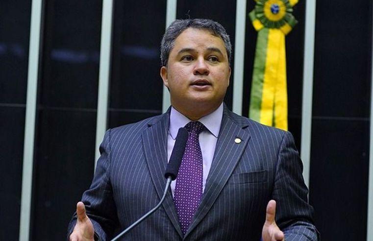 Fusão de DEM com PSL está encaminhada e convenção acontecerá dia 05 de outubro, diz Efraim Filho