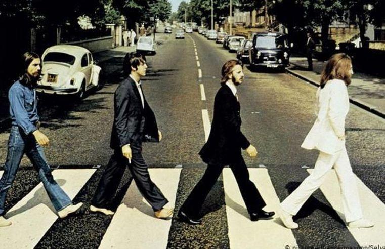 Paul McCartney revela que John Lennon iniciou a separação dos Beatles: ?Eu queria que continuasse?
