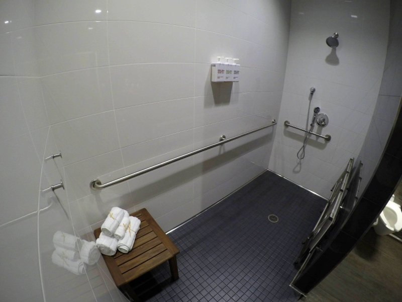 delta Sky Club lounge shower