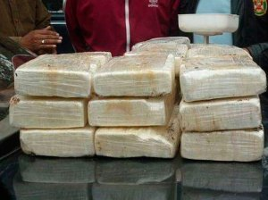 They caught three people with nine panelas of cocaine