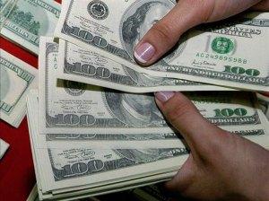 Sube de tono pugna opositora por el dinero robado al país