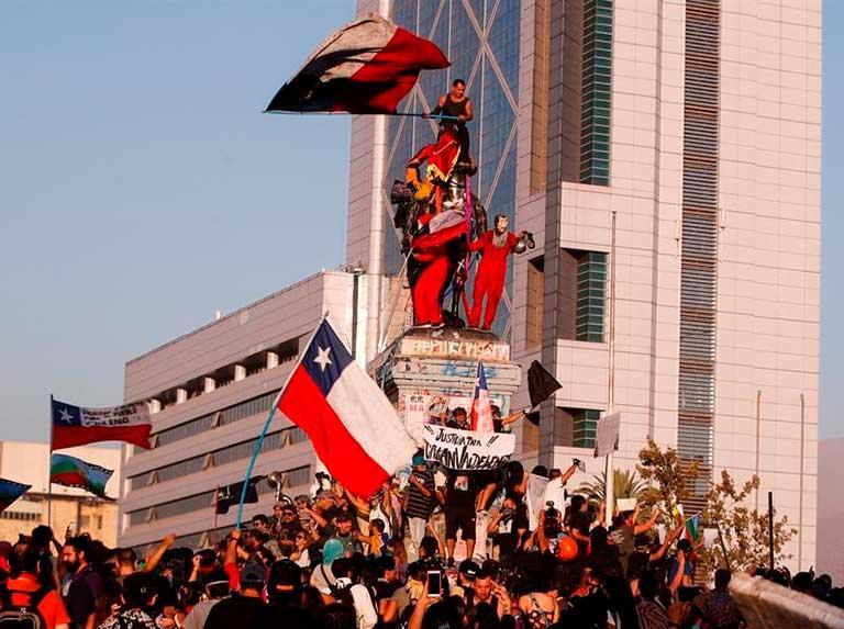 Chile se alista para elegir constituyentes en medio de la incertidumbre