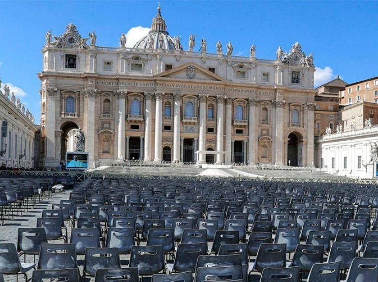 Vaticano aclara que no puede bendecir uniones homosexuales