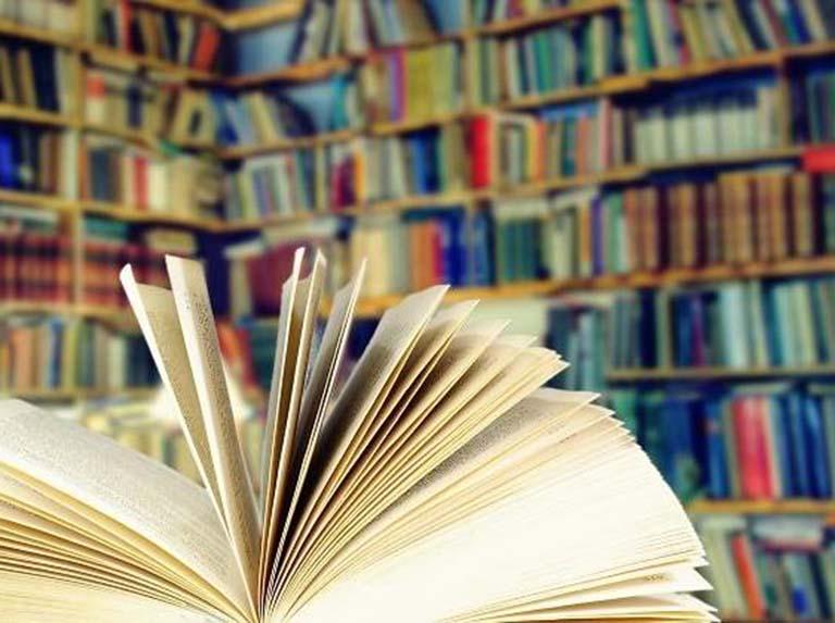 Cinco libros imprescindibles de Carlos Arroyo