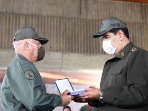 Maduro condecoró a efectivos desplegados en Operación Negro Primero