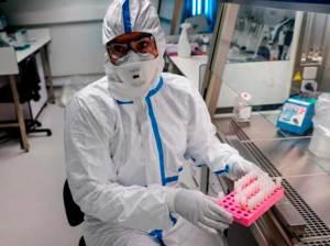 UE amenaza bloquear exportaciones de vacunas anticovid