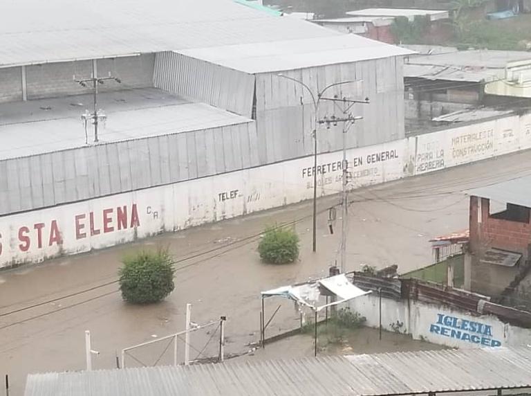 Lluvias causaron anegaciones y colapso de drenajes (+fotos)