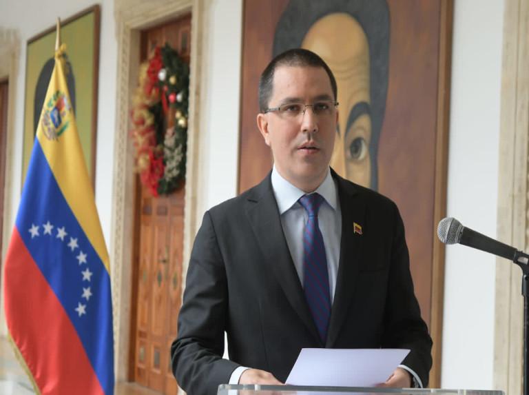 Arreaza a Colombia: Mantengan su guerra lejos del territorio venezolano
