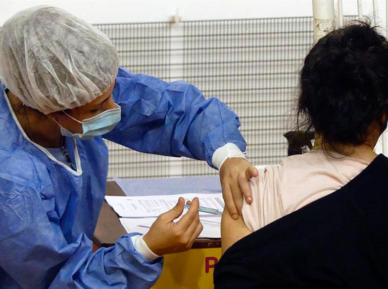 Vacuna contra covid-19 llega a unidades educativas de Caracas