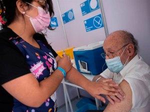 Veterinarios acusados en Chile de usar vacuna canina para coronavirus en 75 personas
