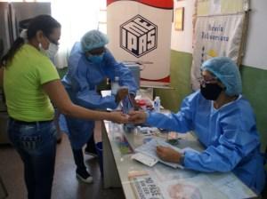 Docentes de Guarenas y Guatire reciben segunda dosis anti covid