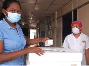Con la vacuna china inmunizan al personal de Barrio Adentro en Monagas