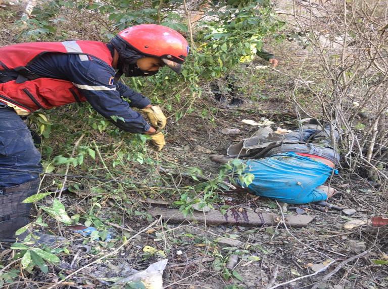 Dos fallecido al volcar camión en la autopista Caracas – La Guaira