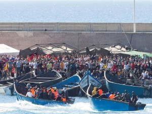 Política migratoria española: luz en la calle, oscuridad en la casa
