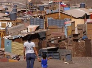 Más de dos millones de chilenos carecen de vivienda