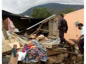 Un niño y su abuela fallecen al impactar un camión contra su casa