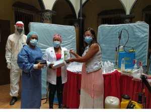 Llevan insumos a centros asistenciales cueños para combatir la covid
