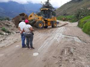 Heavy machinery cleared a road in the Escagüey sector in Mérida