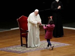 """El Papa preside el """"vía crucis de los niños"""" en el Vaticano"""