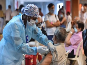 Contraloría de Colombia detecta más de mil vacunaciones irregulares