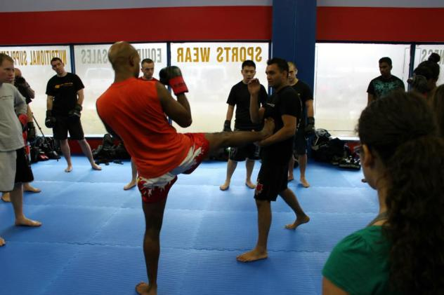 Kru paul Minhas teaches push kick counter at Ultmiate Martial Arts