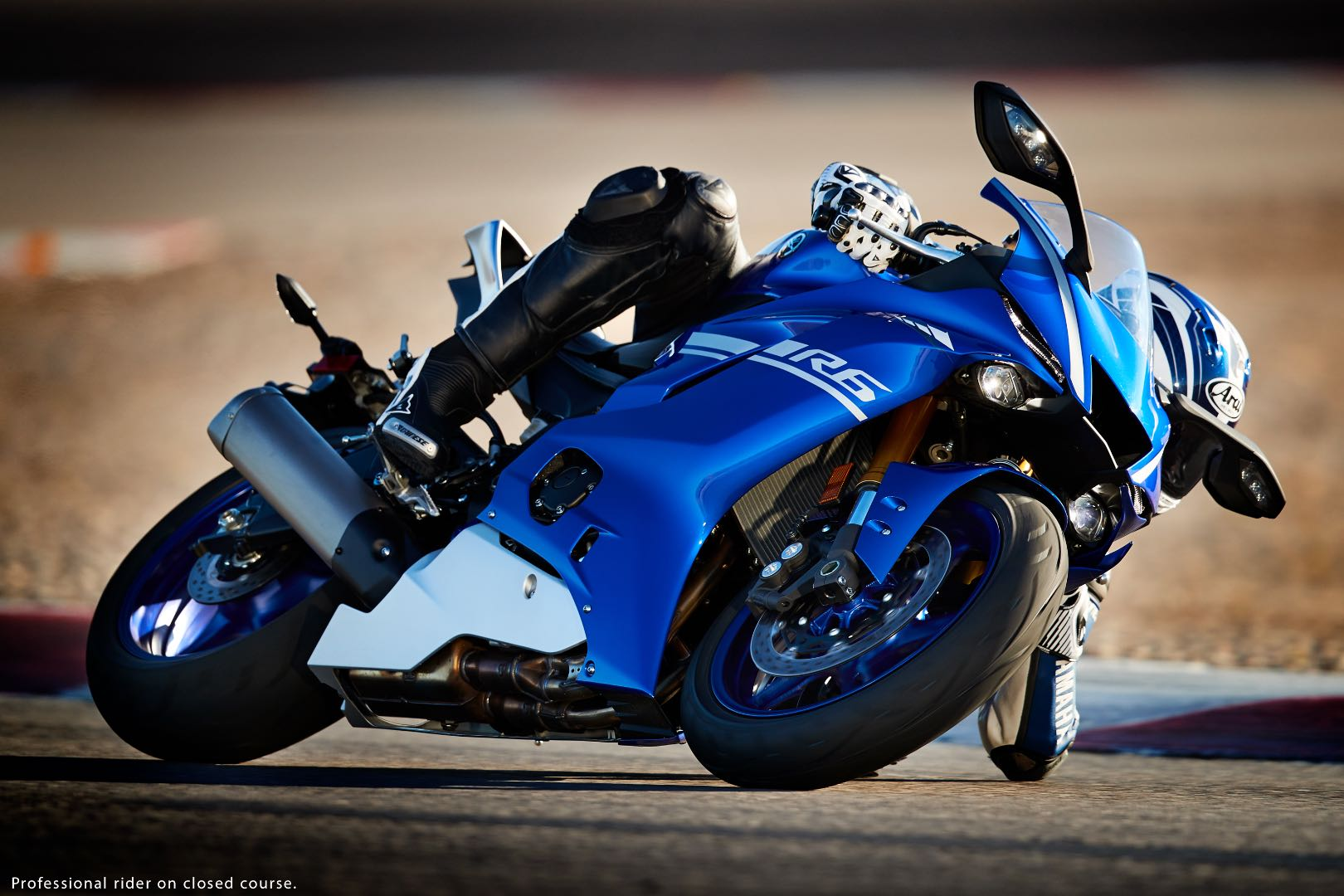 Supercross Girl Wallpaper Hd 2017 Yamaha Yzf R6 First Look 10 Fast Facts With Video