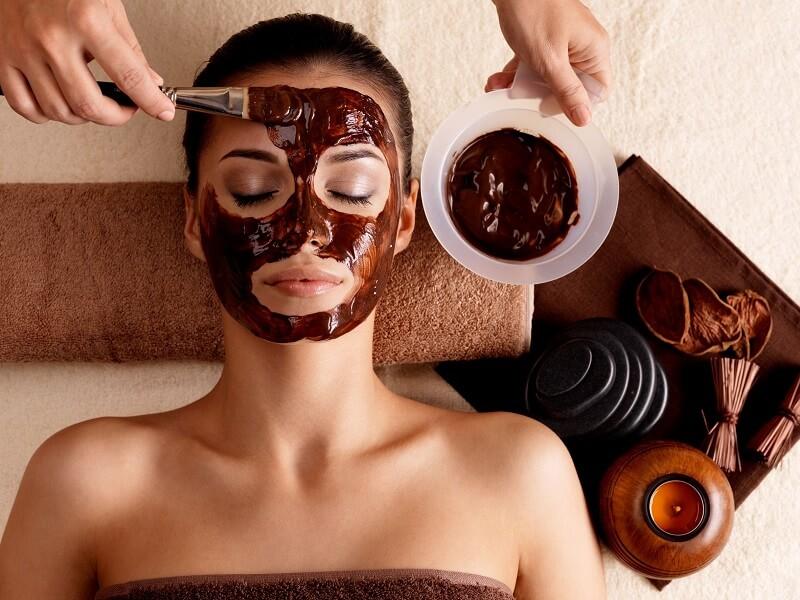 8-amazing-homemade-chocolate-face-masks-2