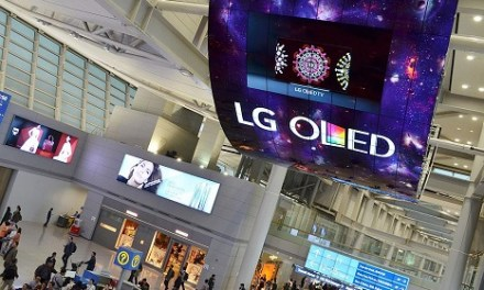 Airport in Incheon hat 2 x 104 m² Curved OLED Screens