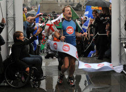 Eddie Izzard on his way to finishing 43 marathons