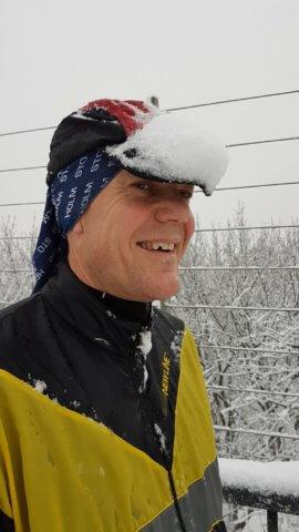 Keps med snöskydd. 100 miles träningsplan.