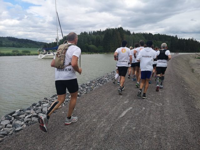 Löpninig i grupp längs Göta kanal - Göta Kanal Run